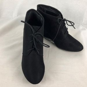 NWOT CL by Laundry Black Wedge Booties 10 M